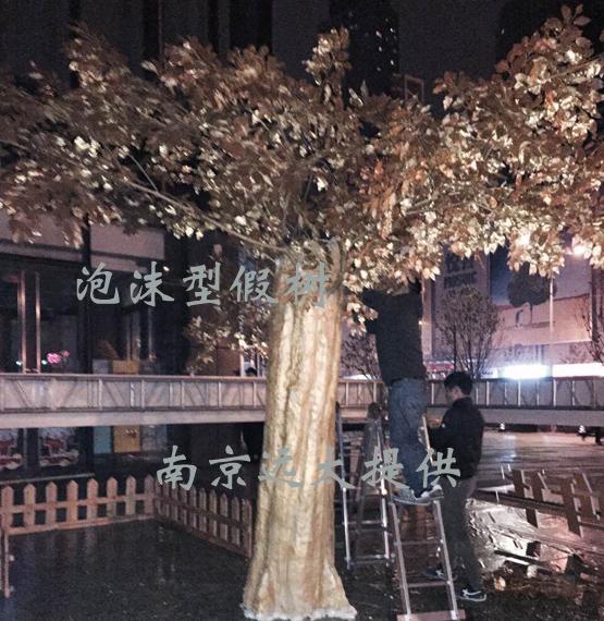 泡沫假树.jpg